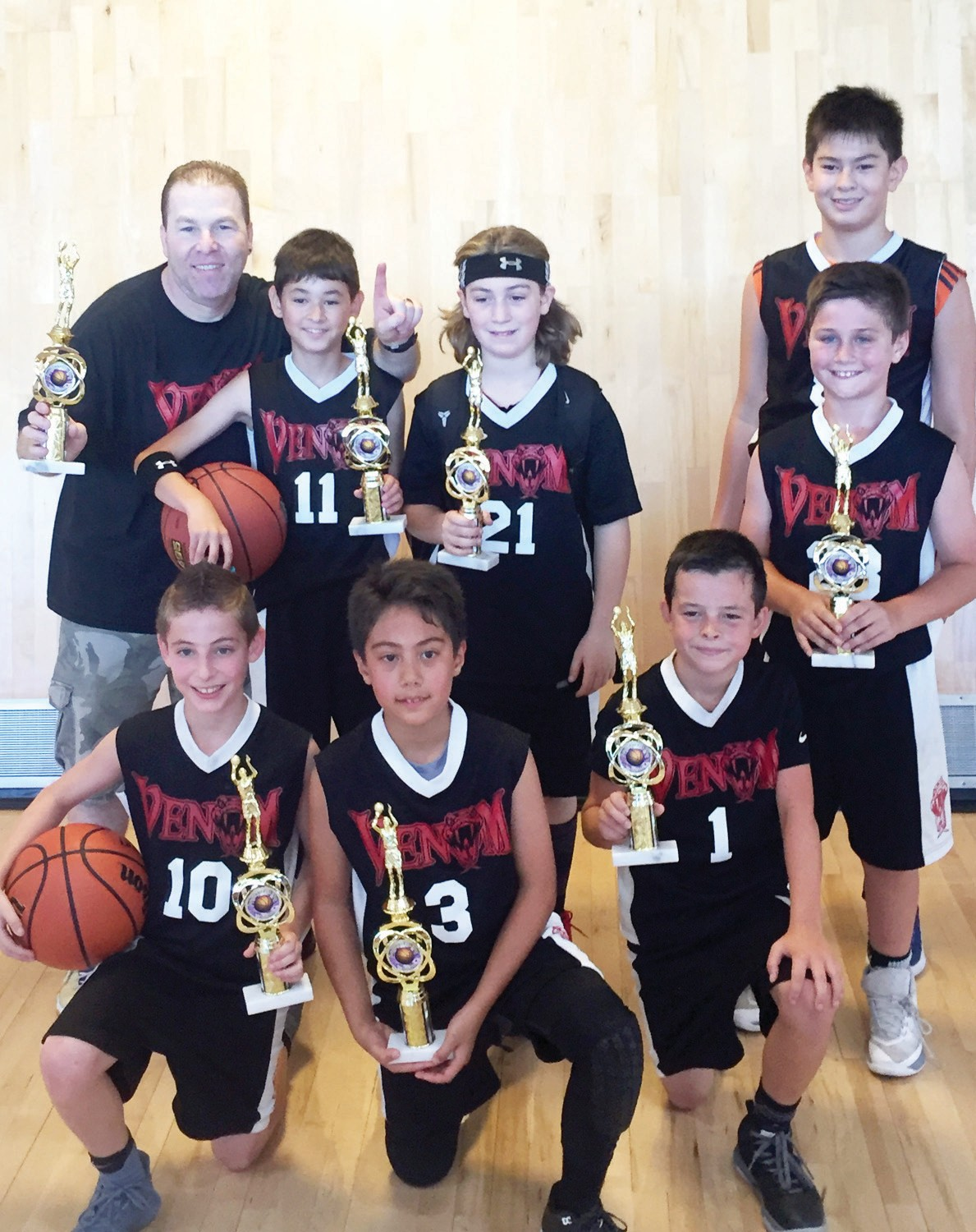 HAPPY HOOPSTERS—Team Venom, comprising players from Calabasas, Westlake Village and Agoura Hills, is the 2017 American Roundball Corporation Summer Basketball League champion in the U-10 division. The boys beat the SoCal Spartans 48-20. Bottom row, from left: Dylan Goosen, Gavin Udell and Peter Iba. Top row: Coach Dave Goosen, Jordan Klein, Cole Paperno, Aiden Wier and Nick Phenix.