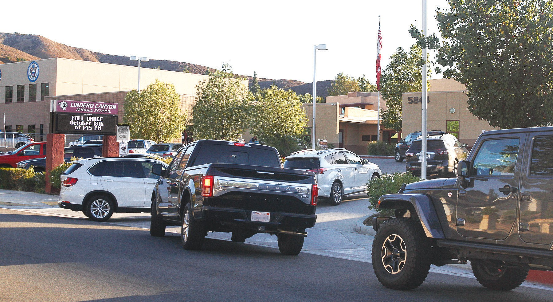 SAFETY REPORT CARD—Drivers try to remain patient at Lindero Canyon Middle School in Agoura Hills. The school received a B- grade for driver safety around campus, better than most. RICHARD GILLARD/Acorn Newspapers